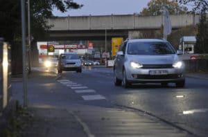 Wer im Strassenverkehr unterwegs ist, muss darauf achten, dass er immer gut zu sehen ist, so die Empfehlung des Versicherungsunternehmens HUK Coburg.