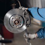 Bremsbeläge wechseln & Bremsen warten: Tipps & Kosten