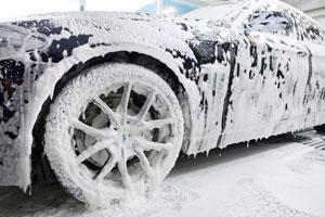 Auto für die Lackierung vorreinigen |autoreparaturen.de