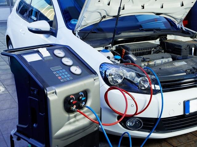 Kontrolle des Lüftungssystems eines Wagens | autoreparaturen.de