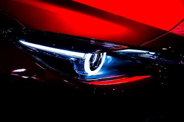 Xenonscheinwerfer eines Autos | autoreparaturen.de